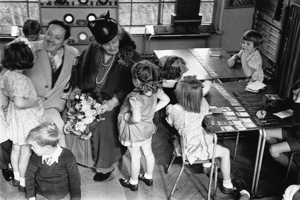 Pagi ini Sahabat Montessori ingin menyapa kembali ayahbunda dimanapun ayahbunda berada..<br>  Semoga...